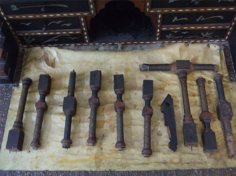 restauro scrittoio sgabello